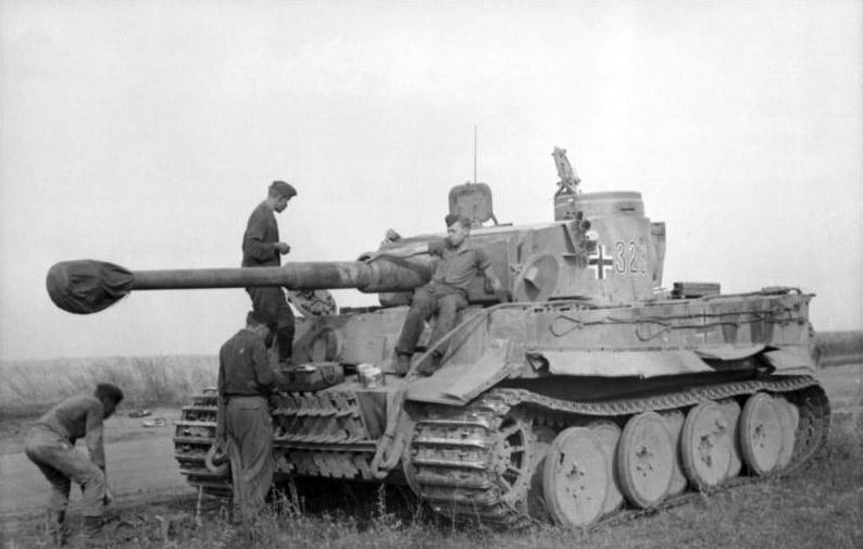 Tigers-bundesarchiv_bild_101i-022-2935-10a-_russland-_panzer_vi_-tiger_i-.jpg