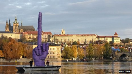 Post a funny picture or gif-czech-floating-finger.jpg