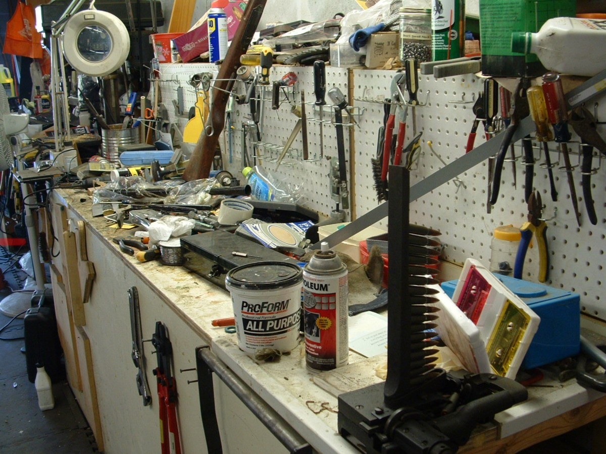 The most cluttered work bench-dscf0231.jpg