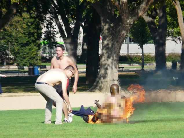 Man sets himself on fire on the National Mall-manonfire-01.jpg
